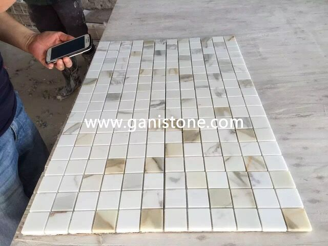 1'' Calacatta Gold Marble Mosaic Bathroom Tile